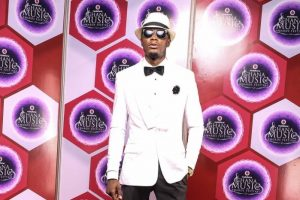 2016 VGMAs: E.L Wins Artiste of the Year Award